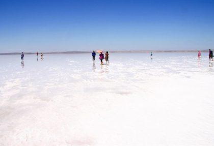 tuz gölü insanlar yürüyor